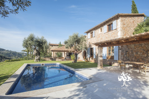 Beautiful family home with pool, walking distance to Deia