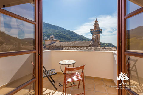 Beautifully restored townhouse in the heart of Valldemossa