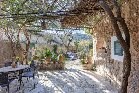 A picturesque cottage with a central location in Deia village